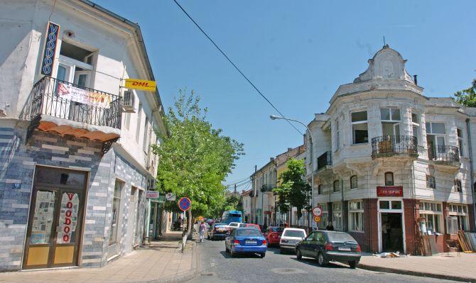 (ФОТО) За време на полицискиот час бран на вандализам во Гевгелија