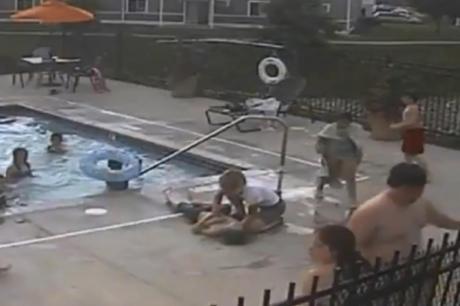 На 13 години е херој: Примети дека дете е на дното од базенот и не се двоумеше (ВИДЕО)