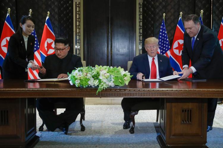 """Светот ќе види голема промена: Трамп и Џонг-ун потпишаа """"опширна"""" декларација (ВИДЕО)"""