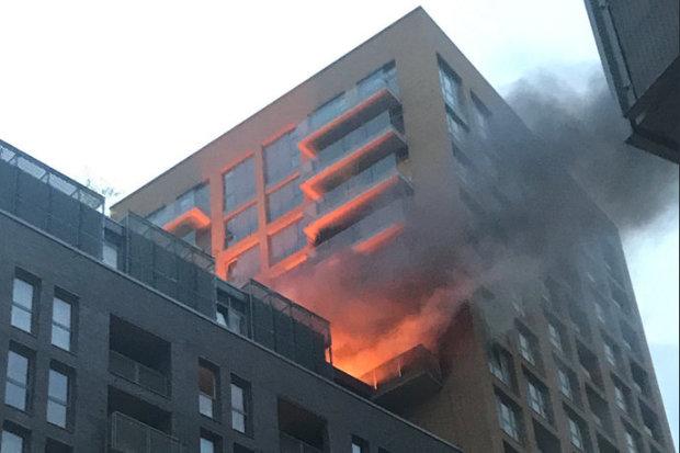 Пожар во зграда во Лондон на годишнината од трагедијата во Гренфел кулата
