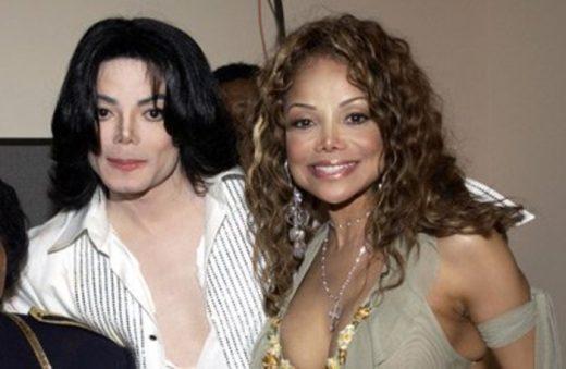 """""""Брат ми е тука, ми праќа пораки"""" – Сестрата на Мајк Џексон шокираше"""