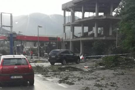 50 куќи и болница во Црна Гора уништени поради силно невреме (ФОТО)