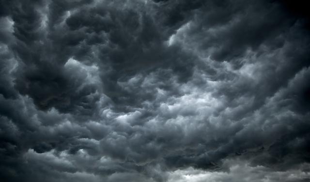 Силната бура прави хаос во регионот