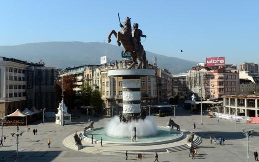 """Пановски: Или да се тргнат или да се легализацираат """"Воинот на коњ"""" и Порта Македонија"""