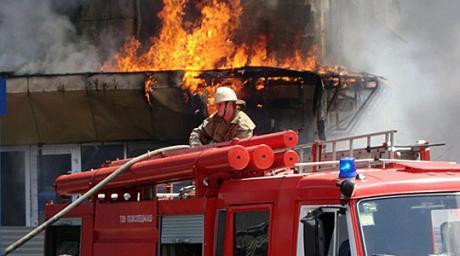 Еден изгорен, 8 стана оштетени: Ова било причината за пожарот во Дебар Маало