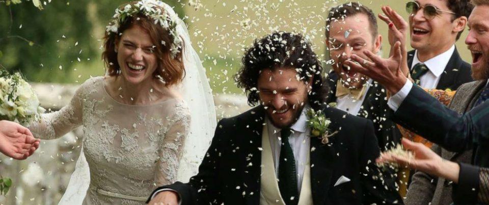 """Конечно весела свадба од """"Игра на тронови"""": Џон Сноу и Игрит ја крунисаа својата љубов (ФОТО)"""