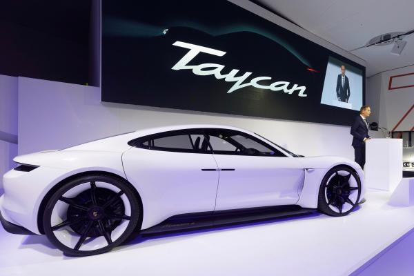 Новиот електричен автомобил на Porsche ќе се нарекува Taycan