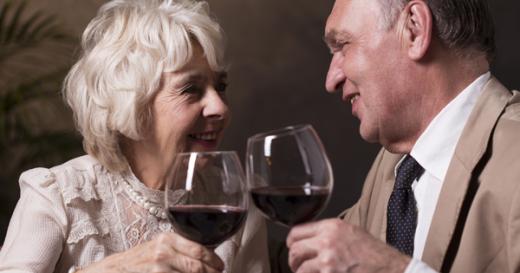 Секс, чаша вино и … овие навики ќе ви помогнат да доживеете 100 години