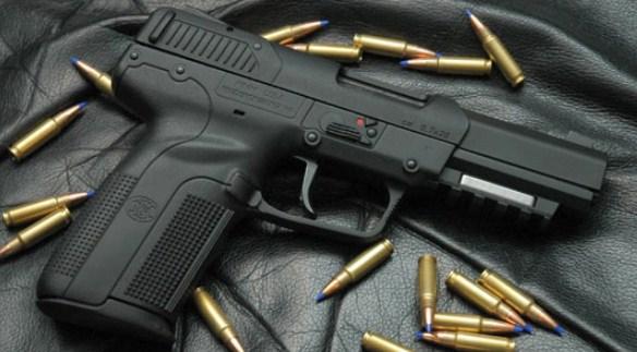 Пиштол, мини и рачни бомби пронајдени при претрес во стан во Тетово