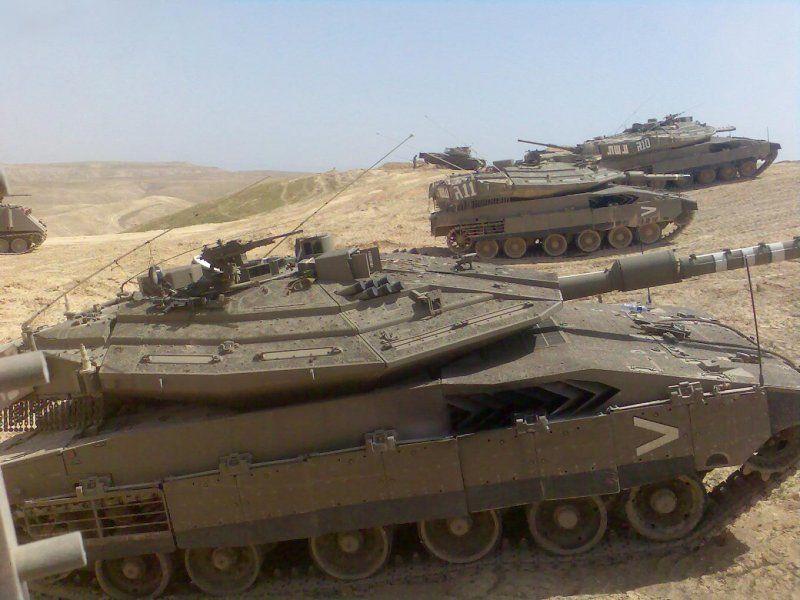 Израелски тенкови на границата со Сирија