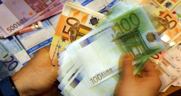 Македонци шверцувале ќеса со пари
