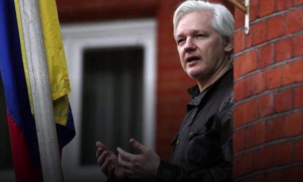 (ВИДЕО) Објавени тајни снимки од амбасадата на Еквадор: Како Асанж ги поминувал деновите