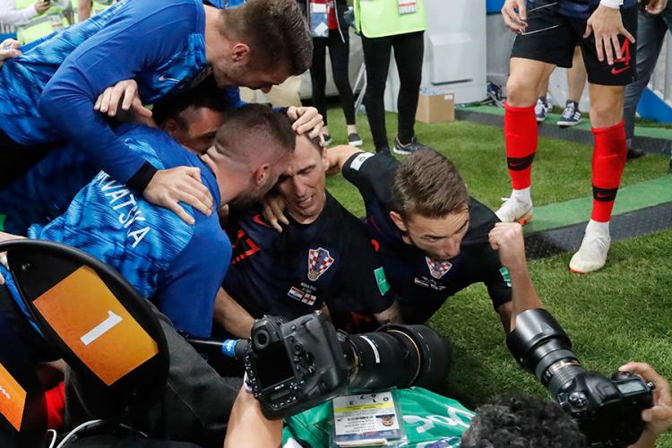 Сјајни фотографии од хрватскиот делириум по голот на Манџукиќ (ФОТО)