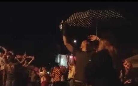 """Хрватските фудбалери вчеравечер и на дожд ја славеа историската победа на ,,огнените"""" (ВИДЕО)"""