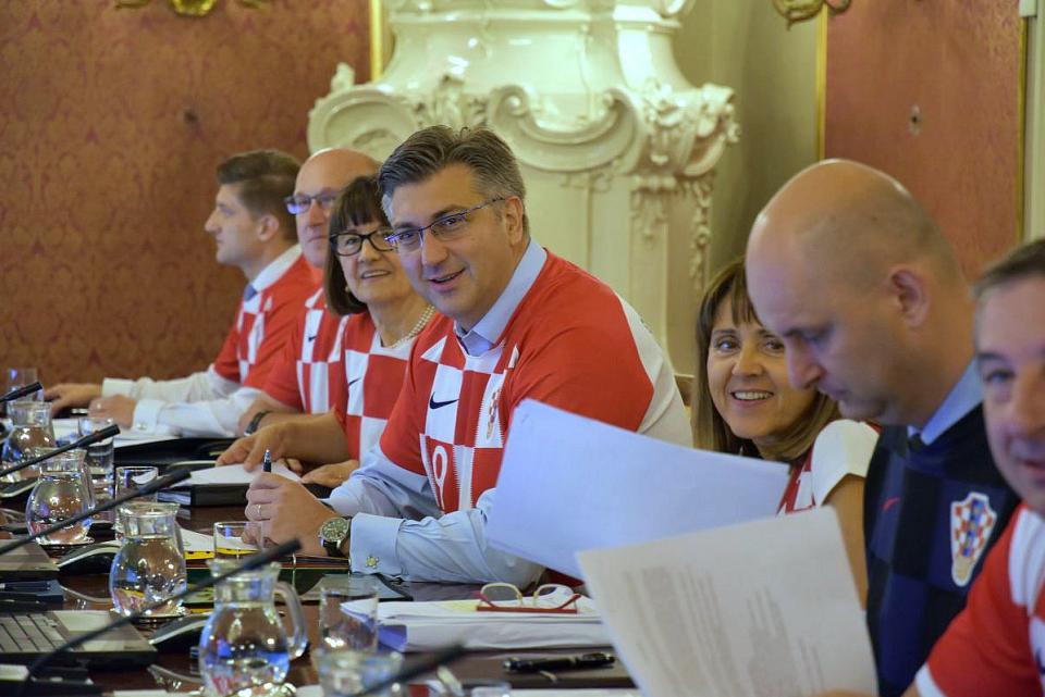 Хрватската Влада влада одржа седница во дресови