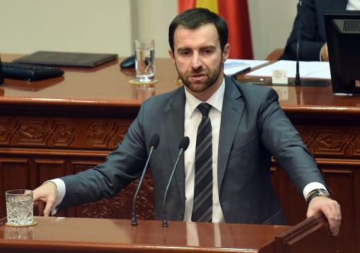 Димовски до Заев: Да промениш име за тапшање и неколку убави зборови од ЕУ е промашена стратегија