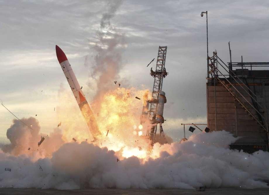 Страшно: Јапонска ракета експлодира по лансирањето (ВИДЕО)