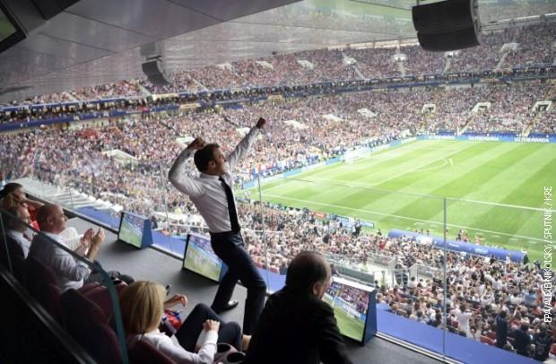 Неизмерно среќен: Вака Макрон ја прослави победата на Франција (ФОТО)