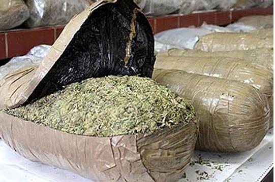 Марихуана, катран, старо оружје и монети биле пронајдени вчера во куќа во Гевгелија
