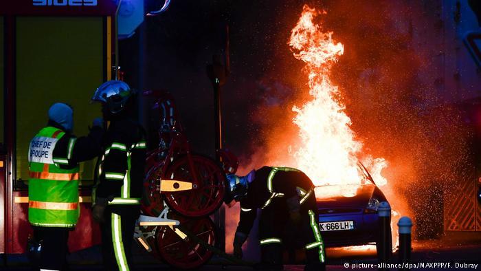 Насилни протести во Франција поради убиеното момче (ВИДЕО)