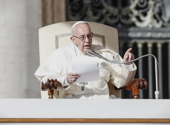 Папата: Абортусот не може да е одобрен, дури и ако фетусот е деформиран