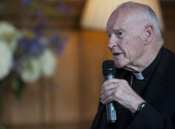 Папата ја прифати оставката на кардиналот обвинет за сексуално малтретирање деца