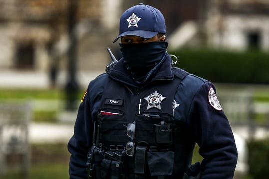 Протести пред полициска станица во Чикаго
