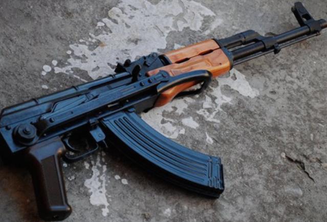 Скопјанец заработи кривична пријава поради недозволено изработување, држење и тргување со оружје