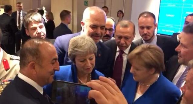 Рама објави видео како гледа фудбал со Меркел, Ердоган и Тереза Меј