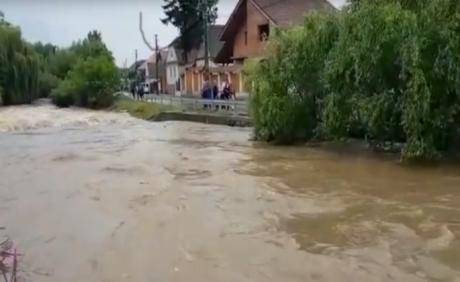 Поплавите земаа 4 животи, меѓу нив две деца – реката ги однесе во смрт