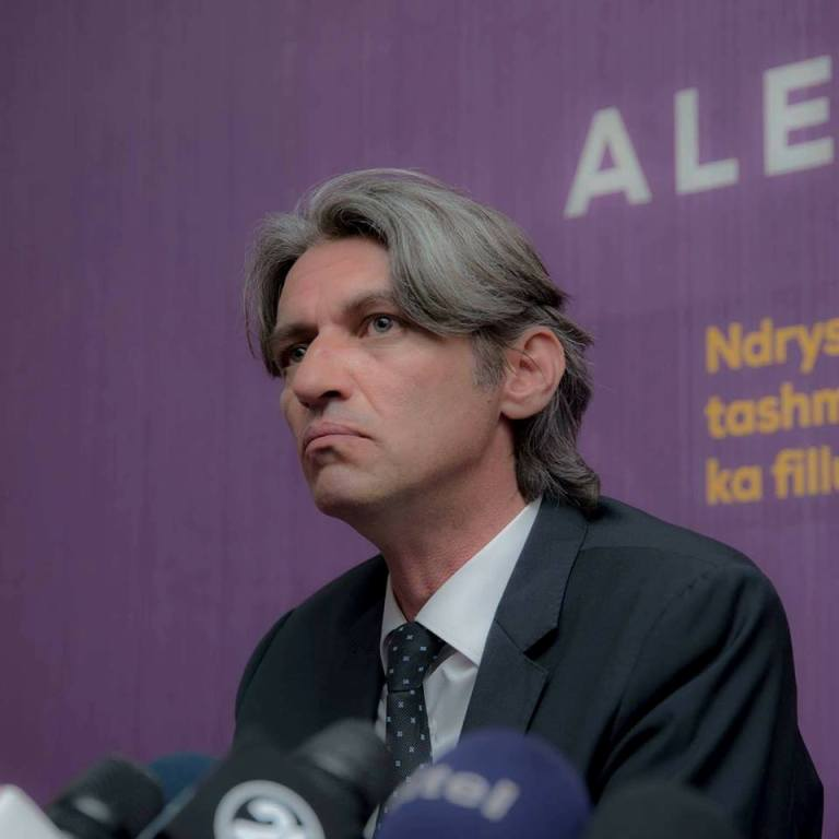 Алијанса за Албанците: Затворите се само за Албанци – Македонците или бегаат или се амнестираат