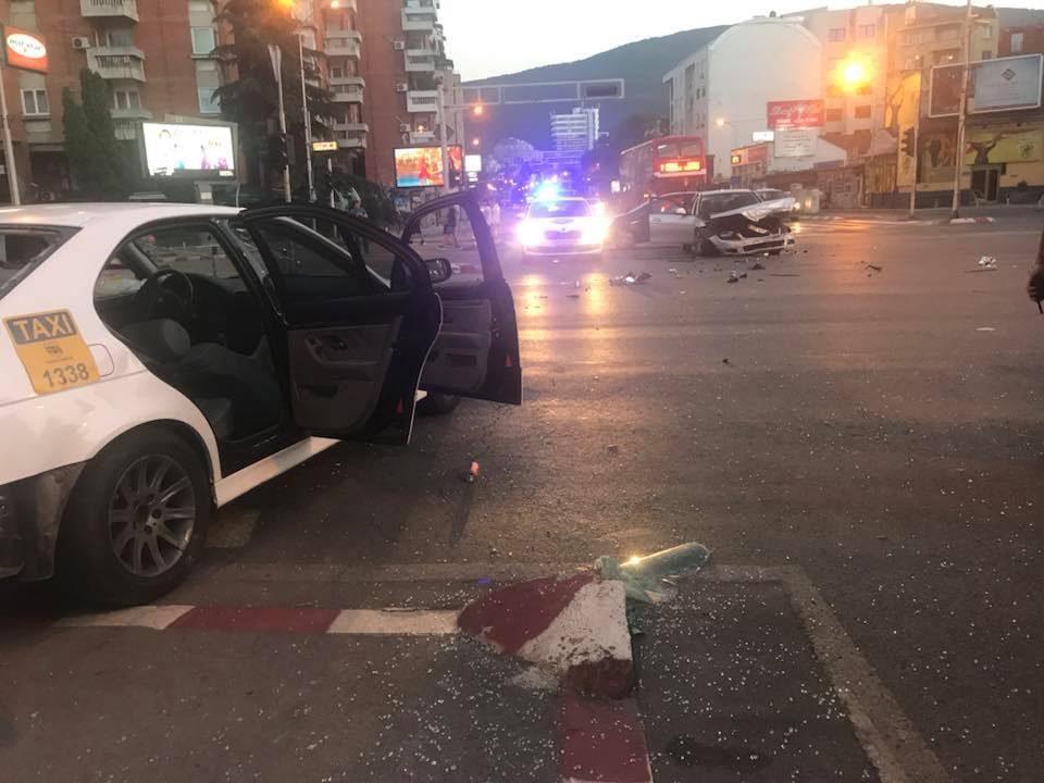Страшна сообраќајка вечерва на Партизанска: Прегазен пешак во Скопје (ФОТО)