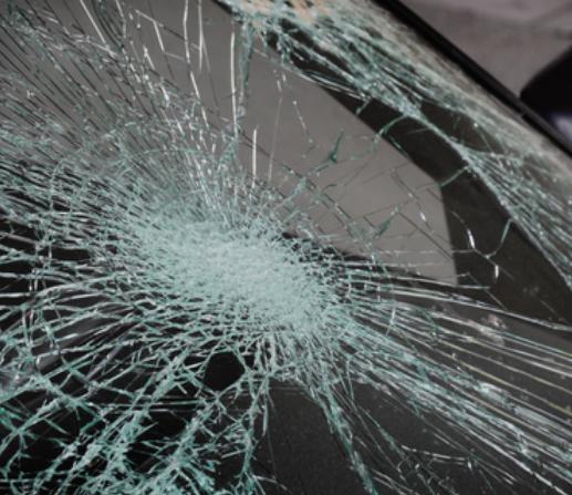 Излета автомобил од патот кај Попова Шапка – повредени млади лица