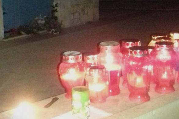 На Оливер Драгојевиќ домот е завиен во црно – сограѓаните палат свеќи и оставаат свежо цвеќе пред неговата врата (ФОТО)