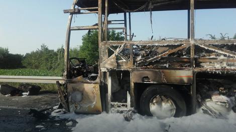 Изгоре автобус без патници на обиколницата Сарај – Волково