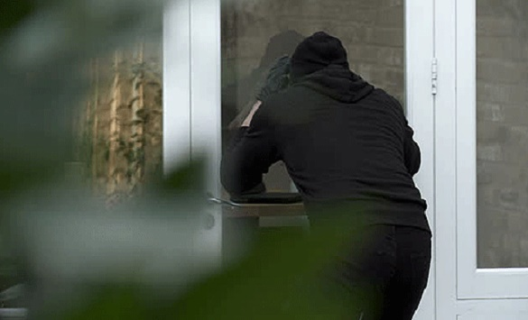 Битолчанка доживеала хорор: Со црни чорапи на главите и провалиле дома и ја ограбиле