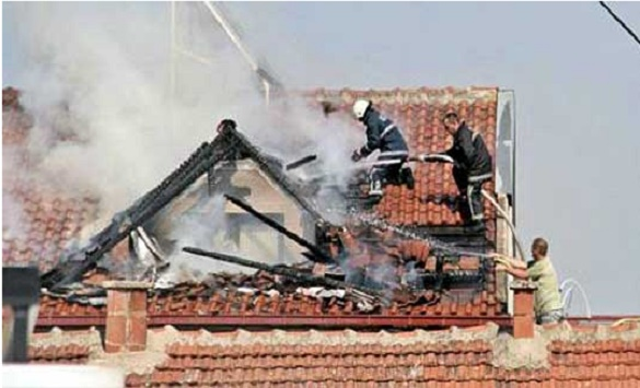 Кумановските пожарникари цела ноќ гаснеле пожар на кров на зграда
