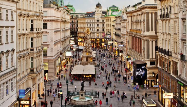 Драма во Виена: Девојка предизвика општ хаос