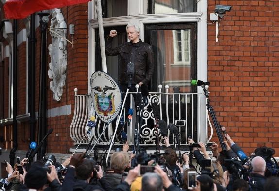 Асанж ќе ја напушти еквадорската амбасада поради медицински причини