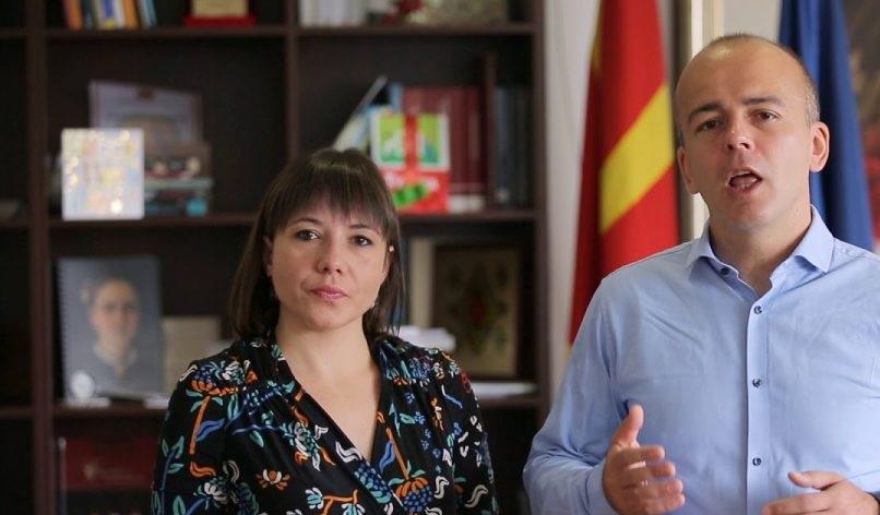 Додека Царовска се фали на прес конференции, нејзиниот колега Тевдовски прави незаконски вработувања