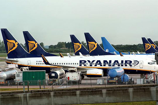 """Откажани 400 летови откако почна најголемиот штрајк на """"Рајанер"""""""