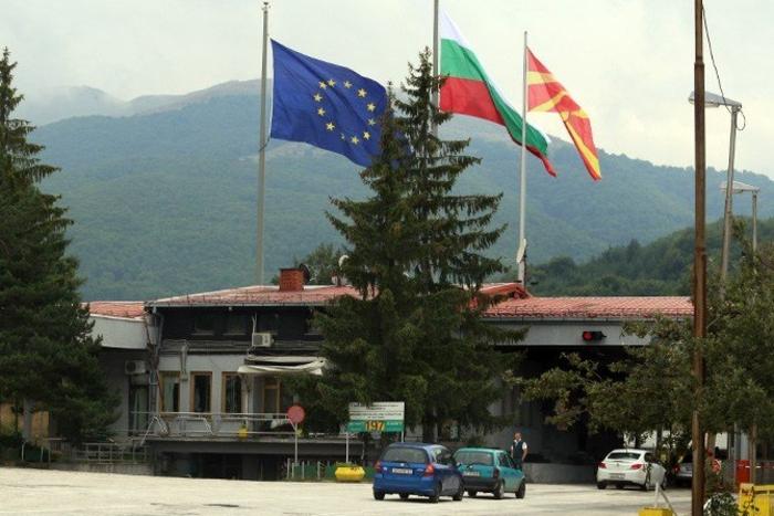 Се запалил бугарски камион во близина на границата Деве Баир