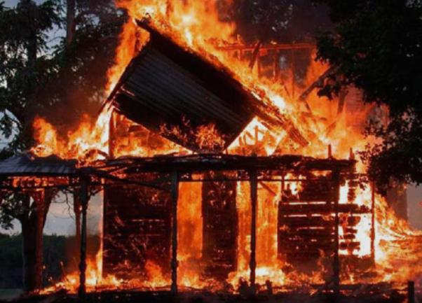 Руска дрвена црква од 18 век изгоре во пожар