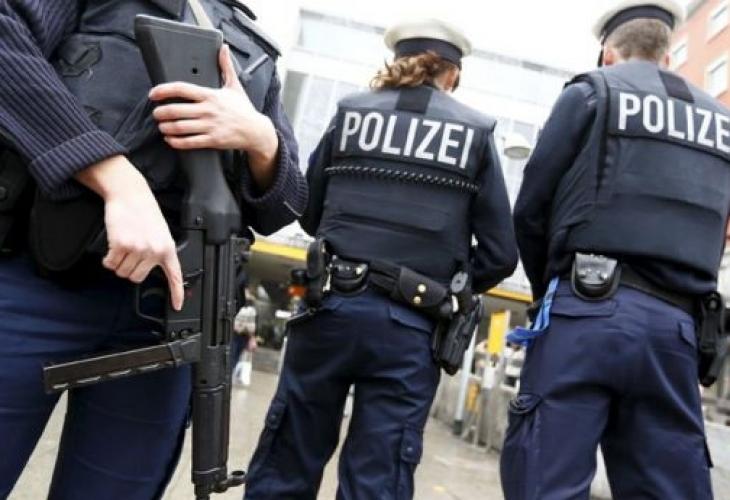 Германец со автомобил влетал во група луѓе, пет повредени