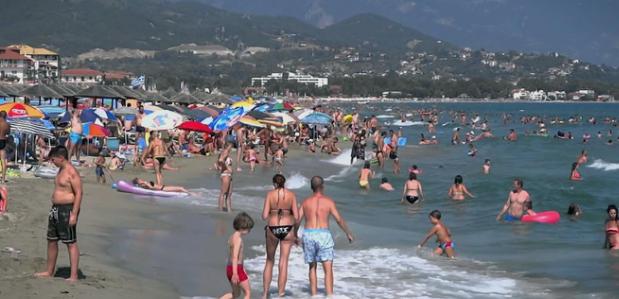 Од грчките плажи апелира докторка: Ова не смеете никако да го правите (ФОТО)