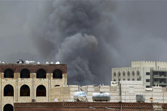 Воздушни напади врз јеменски затвор: Над 100 луѓе загинаа