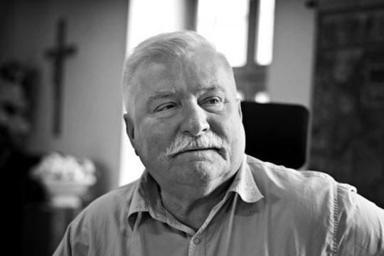 Лех Валенса треба да се извини на лидерот на владејачката партија Јарослав Качински