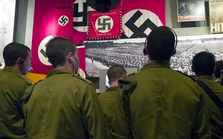 Австриски ученици под истрага затоа што глумеле нацисти и Евреи