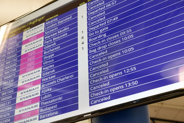 """Хаос на аеродромите: Историски штрајк на """"Рајанер"""" (ФОТО)"""