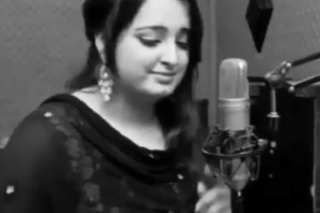 Убиена е млада пејачка во својот дом – полицијата трага по сопругот